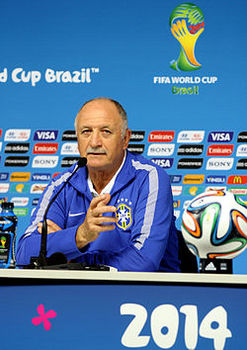 Training_Brazilian_national_team_before_the_match_against_Croatia_at_the_FIFA_World_Cup_2014-06-11_(2).jpg